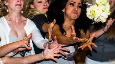 20 Девојки кои очајнички сакаат пред олтар, погледнете како се борат за бидермаерот