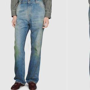 """Познатиот моден бренд продава """"валкани"""" панталони, а од цената ќе ве """"здоболи"""" глава"""