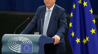 Јункер: ЕУ сака да и помогне на Меј да избегне Брегзит без договор