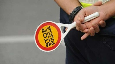 Пијан возач нападнал полицаец