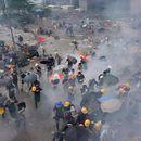 Солзавец, гумени куршуми и апсења на протестите во Хонг Конг