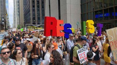 """Чикаго се побуни против """"ставањето на деца во кафези"""""""