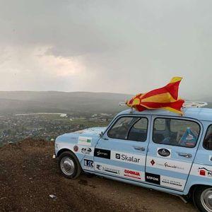 Од Стојаково до Пекинг со ,,рено 4″ – непланиран застој за македонските авантуристи