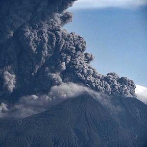 Еруптира најактивниот вулкан во Јапонија