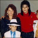 Наградениот документарец за Мајкл Џексон оценет како фарса