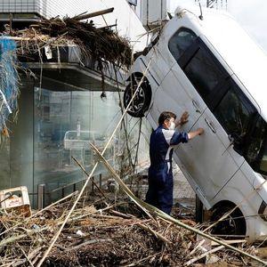 Поплавите оставија пустош во Јапонија