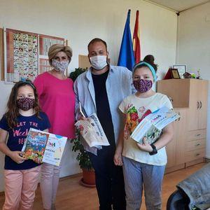 """Дипломите од креативниот повик на """"Колибри"""" стигнаа кај Марија и Марта во Прилеп"""