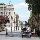 Рестораните и трговските центри во Србија ќе работат до 18 часот