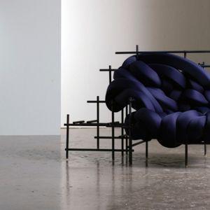 Lawless sofa – ќе посакате да ја прегрнете со сета своја сила
