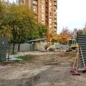 """Машинерија почна да гради објект кај ОУ """"Браќа Миладиновци"""" во Аеродром"""