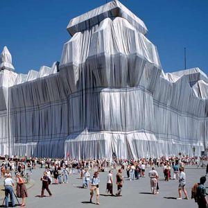 Кристо, уметникот кој го обвитка Рајхстагот со алуминиум, почина на 84 години
