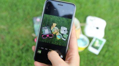 Dizajniran mobilni telefon čija se kamera odvaja od uređaja