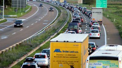 VOZAČI, PAŽNJA! Danas se očekuju gužve na putevima, evo saveta kako da ih izbegnete!