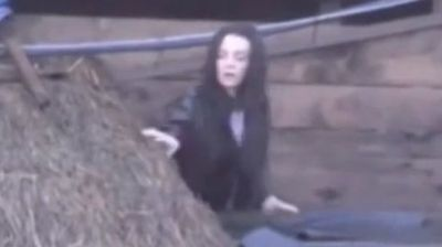 "Procureo šok snimak: Tara Simov se popela na krov, beži iz ""Zadruge""!"