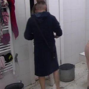 ŠA BI DA SE KUPA S TAROM: Reper ušao u kupatilo dok se ona tuširala!