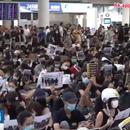 Аеродромот во Хонг Конг повторно блокиран заради протести