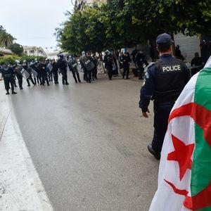 По шест месеци ослободен од затвор алжирскиот новинар Карече