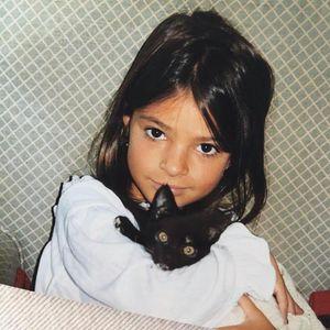 Дали ќе го препознаете ова преслатко девојче кое денес полни 29 години и е една од најбараните манекенки?