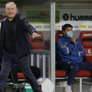 """Каква радост, тренерот на Фрајбург почна да ги """"тепа"""" сите!"""