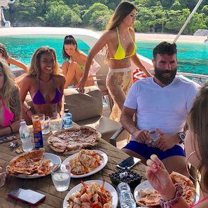 Кој е мултимилионерот кој летува во Хрватска со еден куп девојки и се фали со неговиот разгален стил на живот?