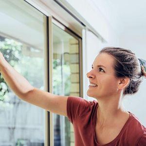 Ќе блескаат како нови: Совршен трик за чистење на прозорите со пена за бричење!