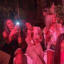 Што се случува тука? Српската пејачка Милица Павловиќ го прослави роденденот, гушкајќи и бакнувајќи го Аца Лукас!