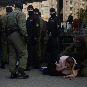 Се апси и старо и младо: Во Минск приведени најмалку десет демонстранти