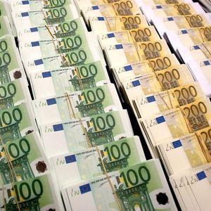 Белгијци се обиделе да прошверцуваат 30.000 евра криејќи ги во чорапи