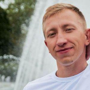 Белорускиот активист Виталиј Шишов е пронајден обесен во парк во Киев