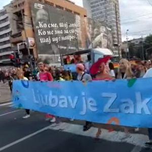 """Белградскиот ЛГБТИ """"Прајд"""" се одржа без големи инциденти, илјадници луѓе на улиците"""