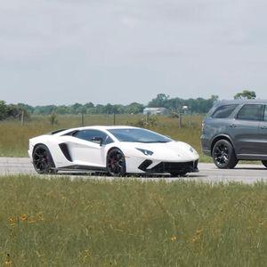 "Lamborghini Aventador VS ""појачан"" Dodge Durango"