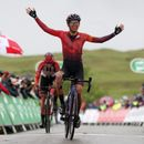 Kasia Niewiadoma defies terrible conditions to win firstWomen's Tour hilltop finish