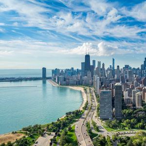 From the urban skyline of Chicago to the picture-postcard town of Geneva – there's something for everyone in Illinois