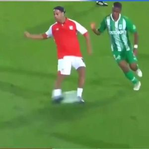 Watch 39-year-old Ronaldinho pull off outrageous no-look assist for Colombian side Santa Fe
