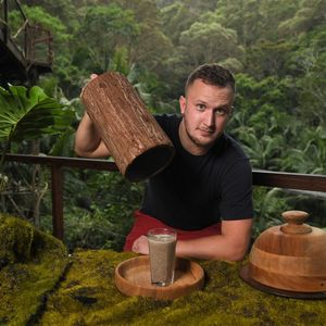 Sun man takes on I'm A Celebrity Bushtucker Trial and necks pint of blended cockroaches in 11 seconds