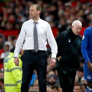 Duncan Ferguson slammed for 'humiliating' Moise Kean by subbing Everton star after just 18 MINUTES vs Man Utd