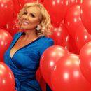 Лепа Брена со вентилатор во раце пристигна на роденденската забава на Филип Живојиновиќ