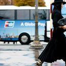 10 црни парчиња што секоја жена треба да ги има: Класичната елеганција никогаш не излегува од мода!