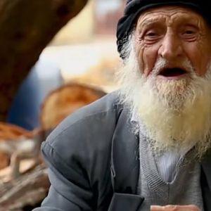 Има 125 години, готви и пешачи по 3 километри дневно: Ова е неговата тајна на долговечноста!