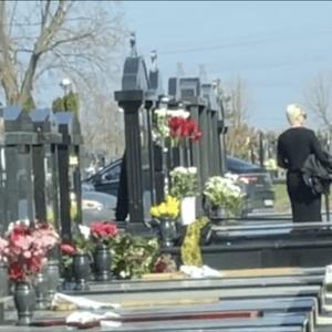 (ВИДЕО) Јелена Карлеуша го посети гробот на мајка си