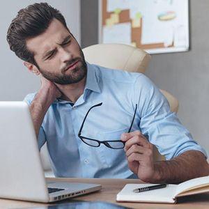 Како правилно се седи пред комјутер?