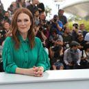 Бои за помладешки изглед: Џулиен Мур во освежителна модна комбинација што лесно можете да ја ископирате