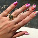 Маникир инспириран од 60-тите години е нешто што морате да го испробате: Совршени нокти за незаборавни летни ноќи! (ФОТО)
