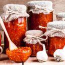 Оригинален рецепт за македонски пинџур: Зимница без која не можеме да си ја замислиме зимата!