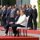 Promenjen protokol zbog Angele Merkel: Kad sedi dok svira himna, ne vidi se da se trese