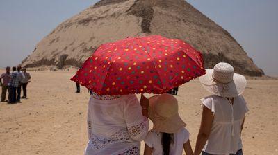 """U Egiptu otvorena """"savijena"""" piramida, turisti će morati čudno da se uspinju da bi ušli u prostorije"""