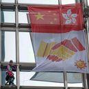 """""""Spajdermen"""" se popeo na neboder u Hongkongu, okačio zastavu pomirenja pa ga uhapsili"""