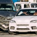 Sudar tri automobila kod Orlovače: Kola završila na krovu, povređen muškarac