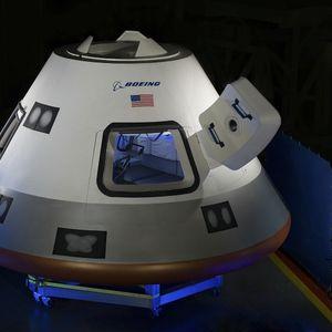 """Pogled na Zemlju iz orbite: Snimak iz unutrašnjosti kabine Boingove """"Starlajner"""" kapsule"""