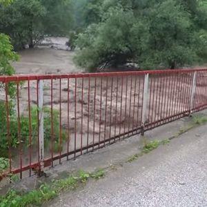 Poplava odnela most u Ivanjici, 400 ljudi ne može da prolazi jer meštani ne daju da se montira novi